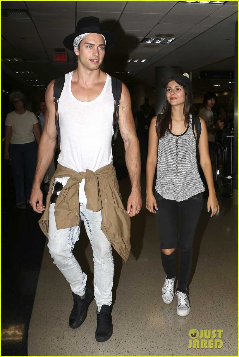 victoria justice pierson fode lax arrival from hawaii 04