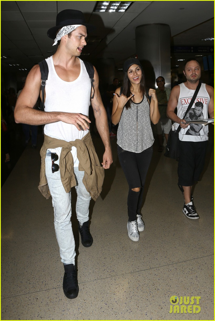 victoria justice pierson fode lax arrival from hawaii 13