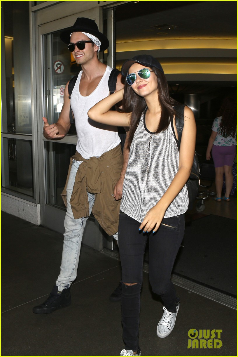 victoria justice pierson fode lax arrival from hawaii 30