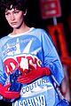 bella hadid windex moschino show milan fashion week 02
