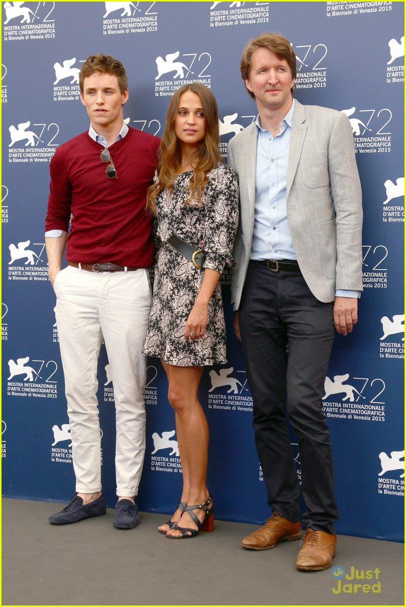 eddie redmayne alicia vikander danish girl photo call 20