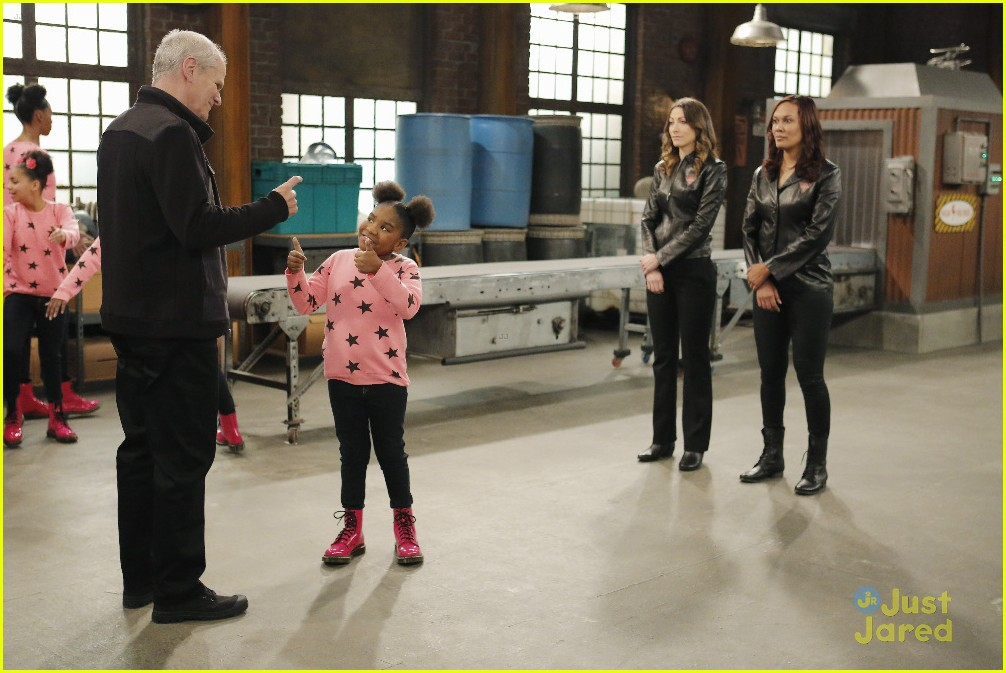 kc undercover raven symone runaway robot special 11