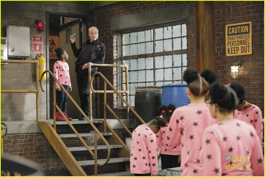 kc undercover raven symone runaway robot special 19