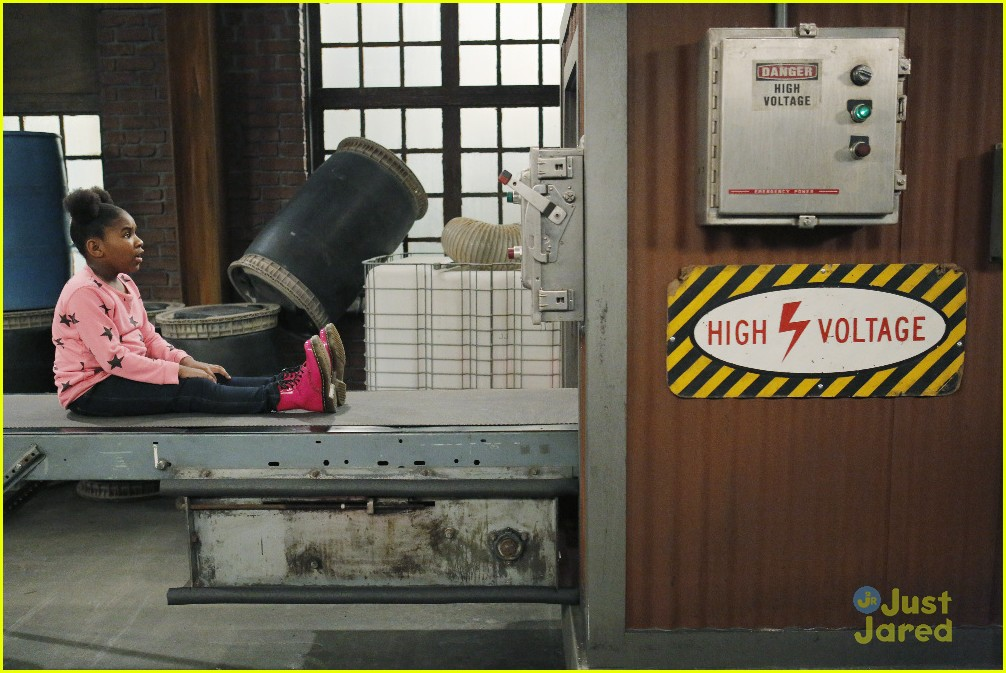 kc undercover raven symone runaway robot special 23