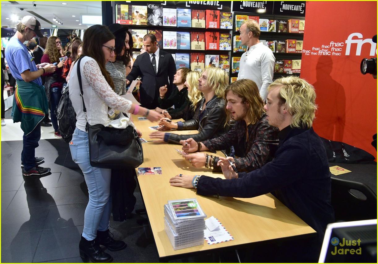 R5 visit venice before heading to paris for fan meet greet photo r5 meet greet sometime last night tour paris 01 kristyandbryce Gallery