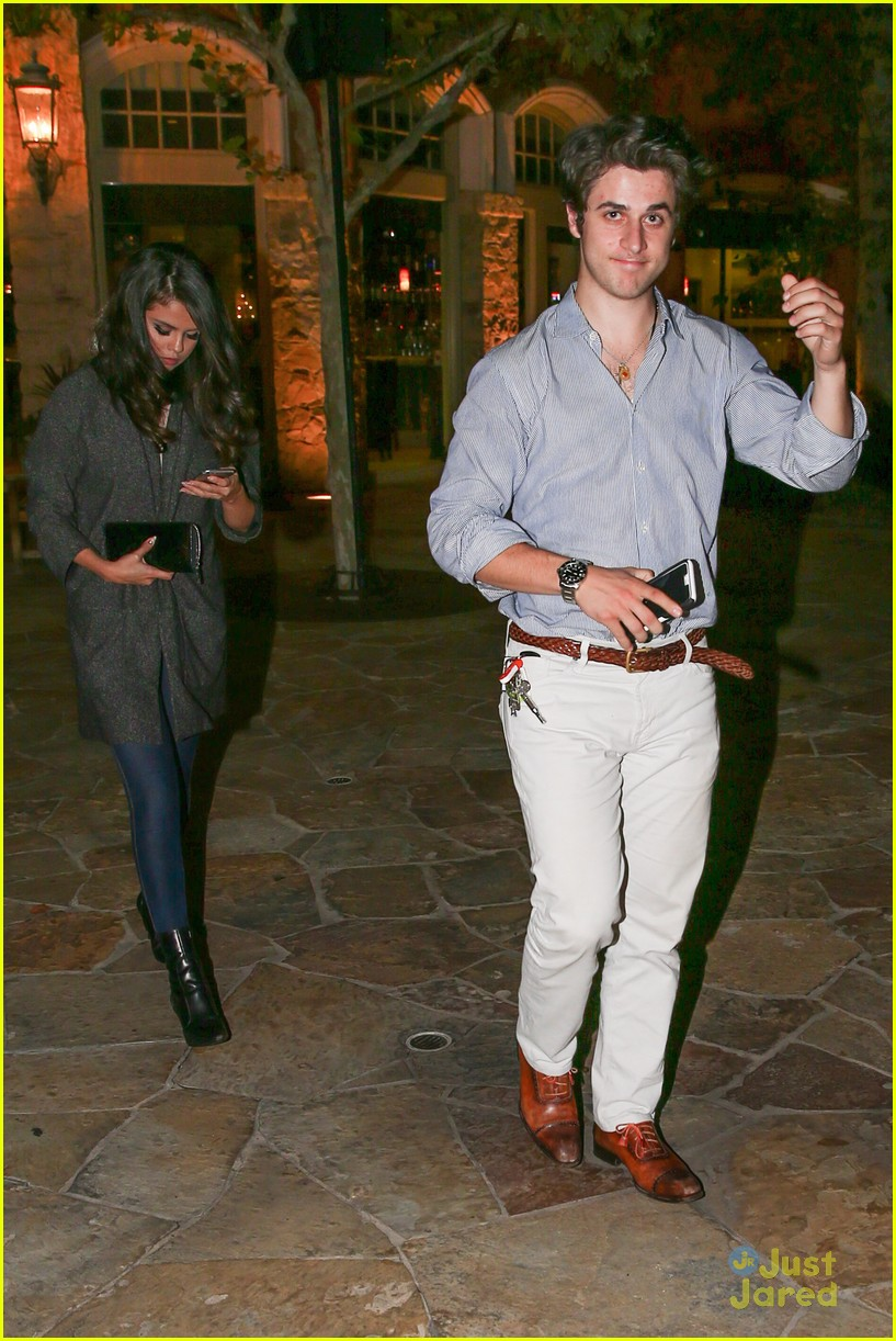 Selena Gomez Dines Out With David Henrie Before 'Revival
