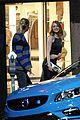 emma stone ryan gosling hold hands look so cute on set 27