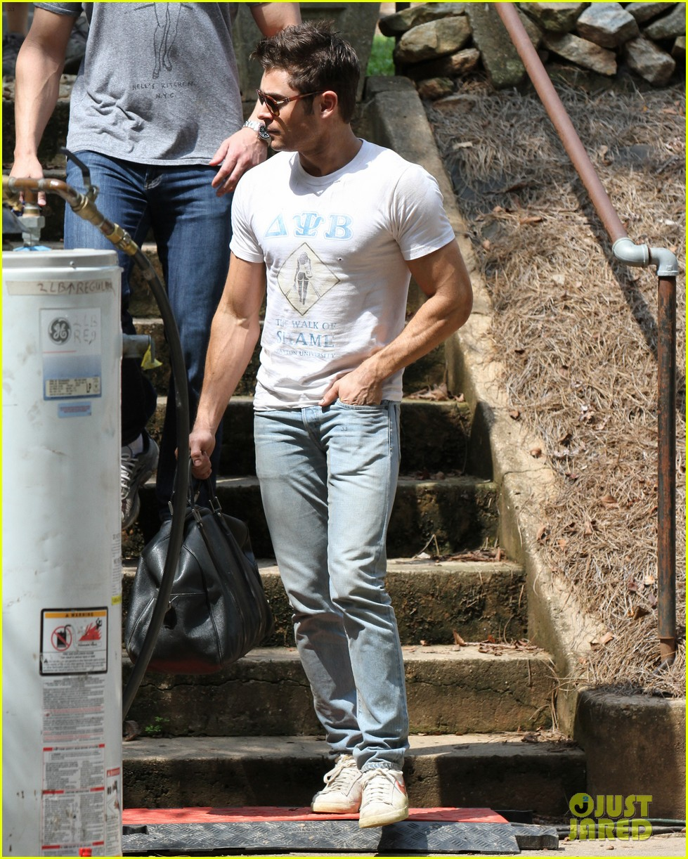 zac efron biceps rose byrne neighbors 2 set 22
