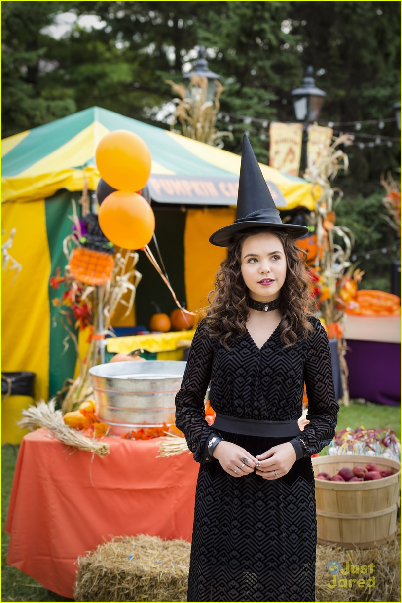 Bailee Madison Turns Into A Witch For 'Good Witch' Halloween ...