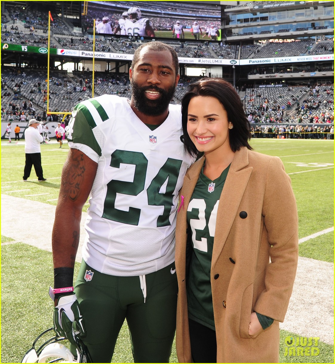 3427f32c858 Demi Lovato Cheers on the New York Jets! | Photo 881190 - Photo ...