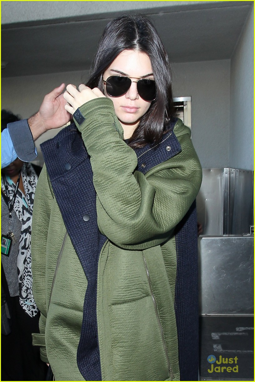 kendall kylie jenner lax again after balmain show 02