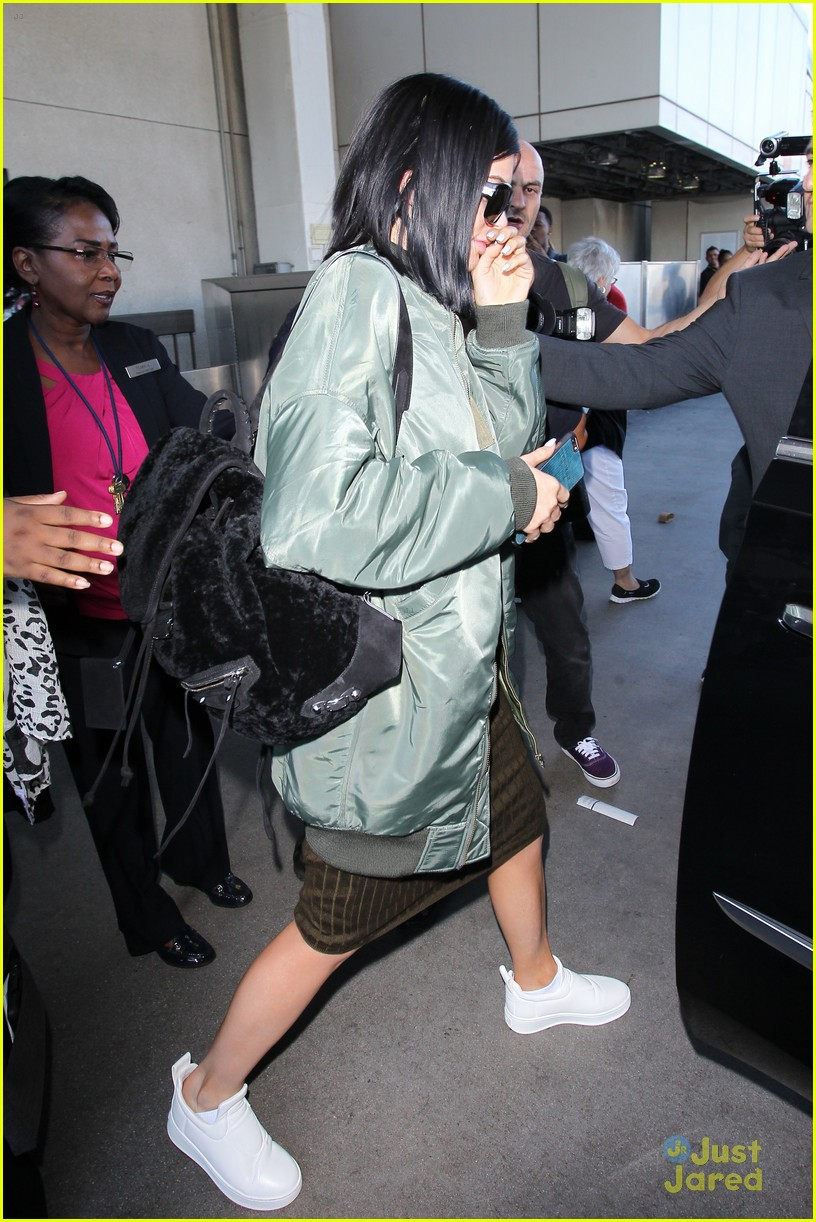 kendall kylie jenner lax again after balmain show 08