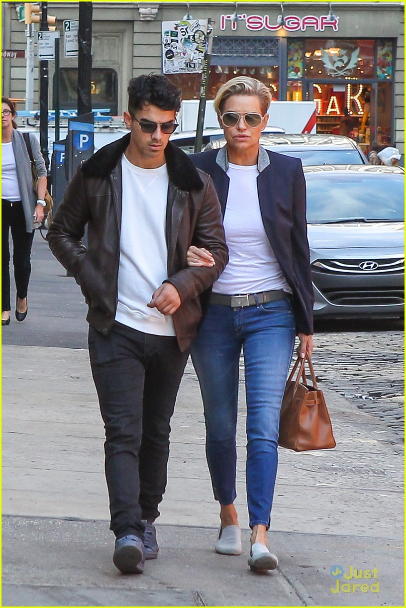 joe jonas lunch gigi yolanda dnce billboard int 14