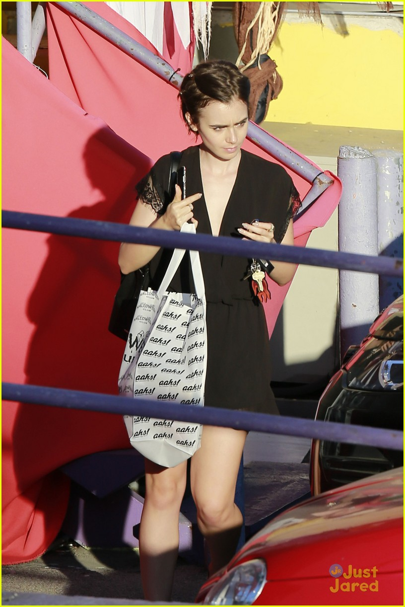 lily collins we day halloween shopping meeting la 03