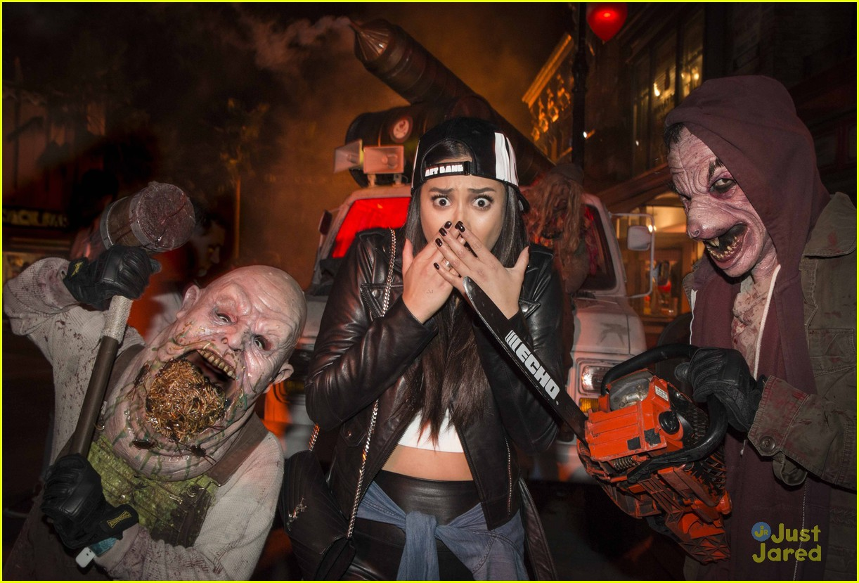 r5 get scared out of their socks at halloween horror nights! | photo