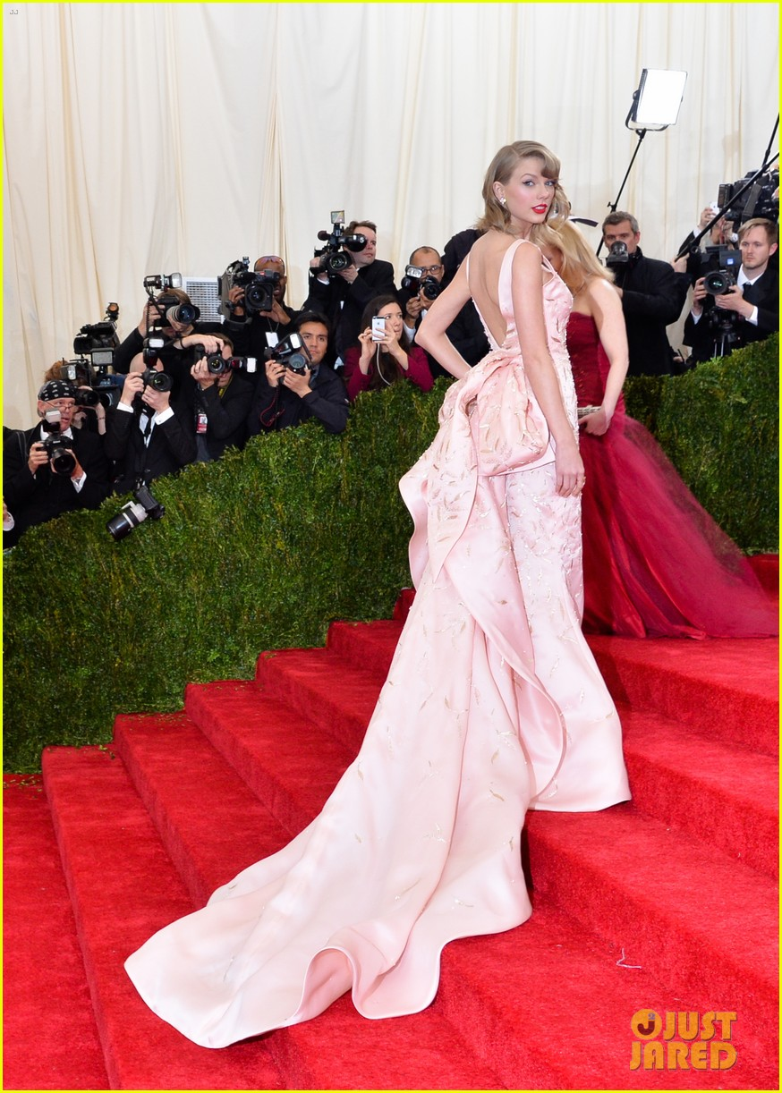 Taylor Swift Is Co Hosting The Met Gala Next Year Photo 878830 2016 Met Gala Met Gala Taylor Swift Pictures Just Jared Jr