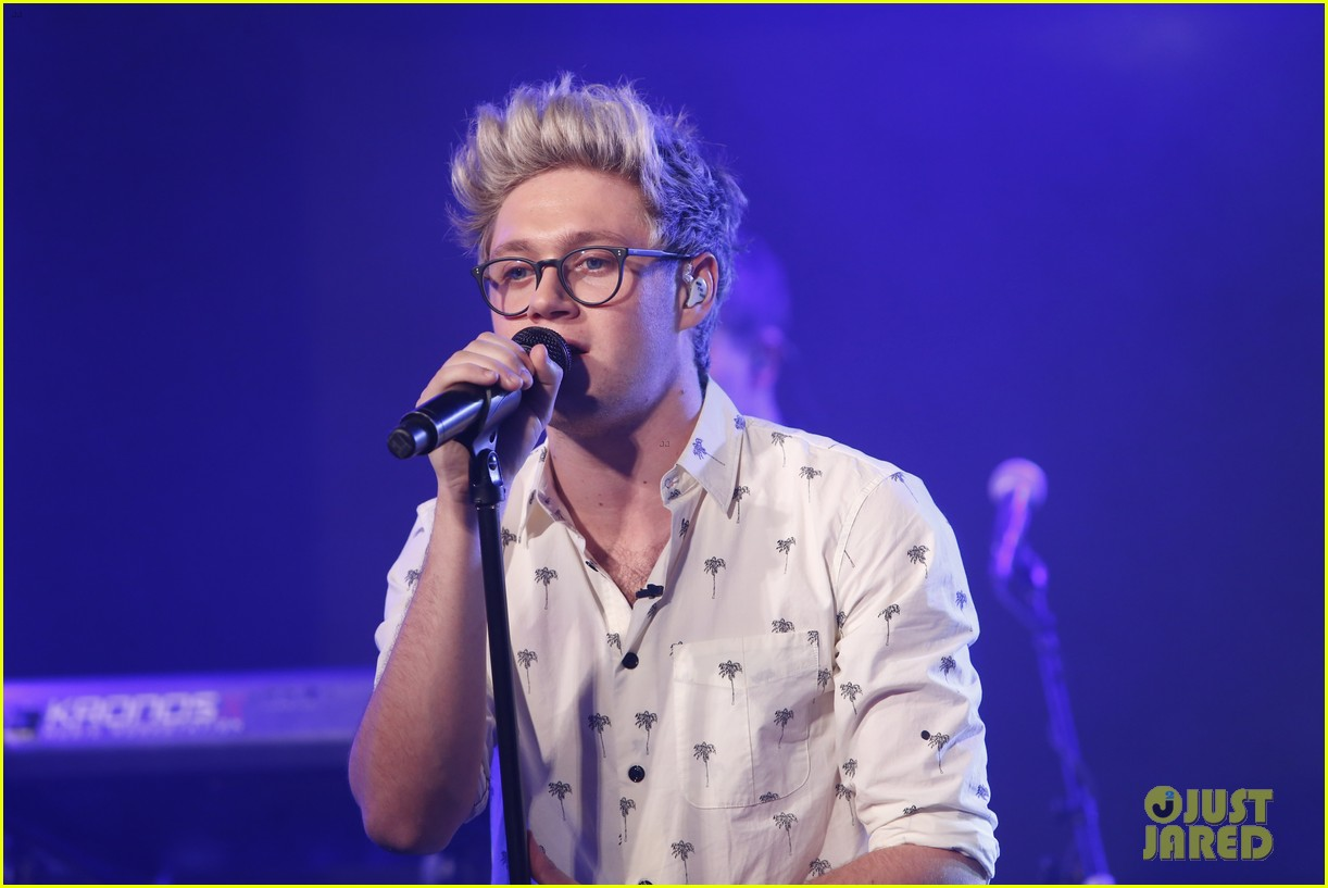 One Direction Performs Four Songs on 'Good Morning America