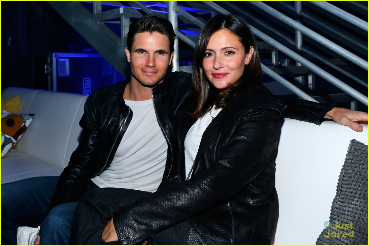 robbie amell italia ricci couple up for video game launch 31