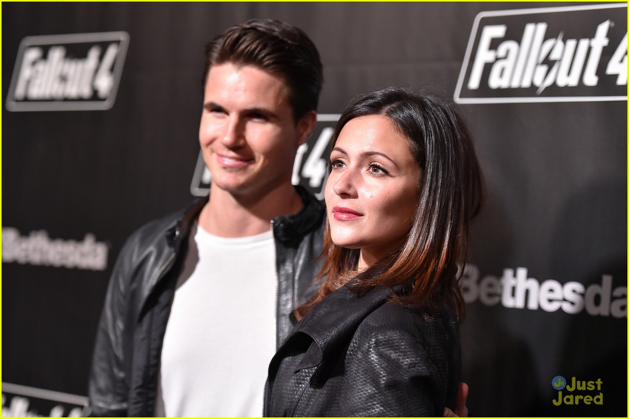 robbie amell italia ricci couple up for video game launch 32