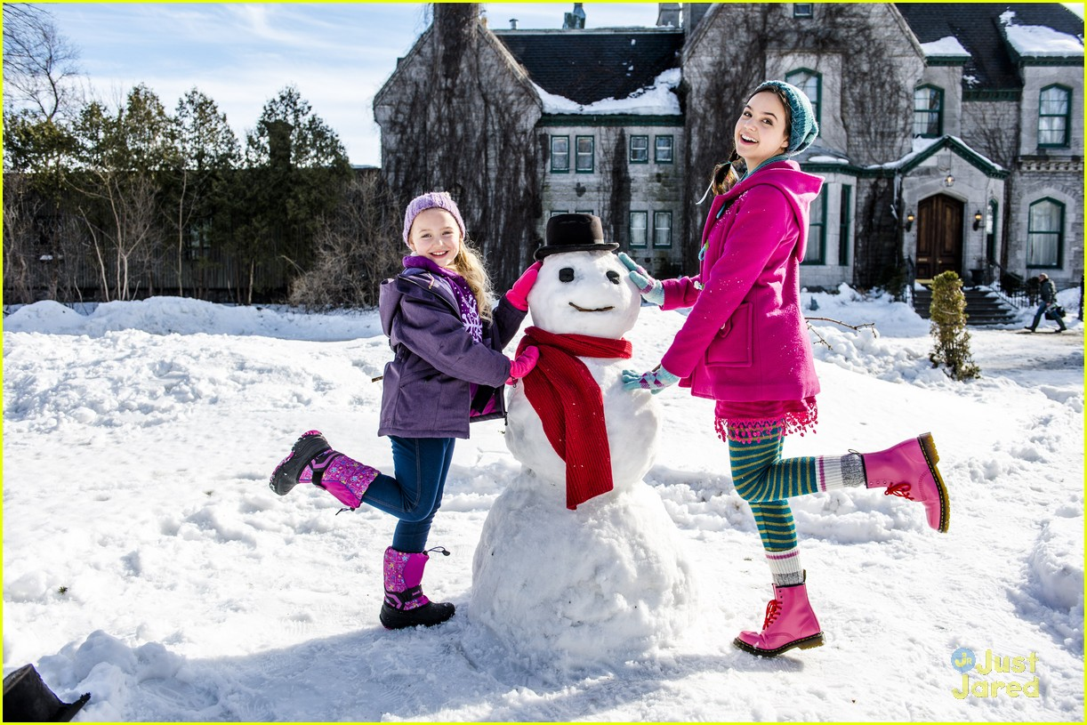 Bailee Madison Brings Christmas Spirit To The Grove For \'Northpole ...