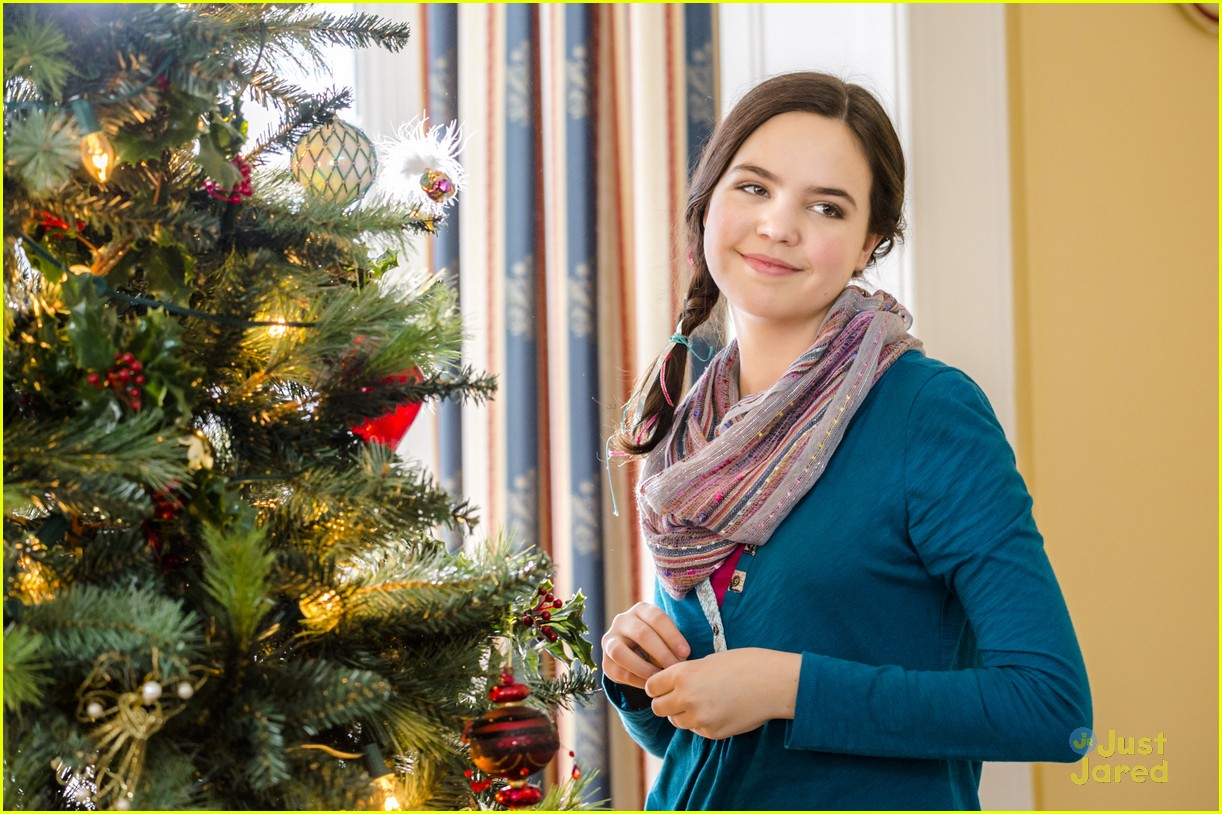Northpole Open For Christmas.Bailee Madison Brings Christmas Spirit To The Grove For