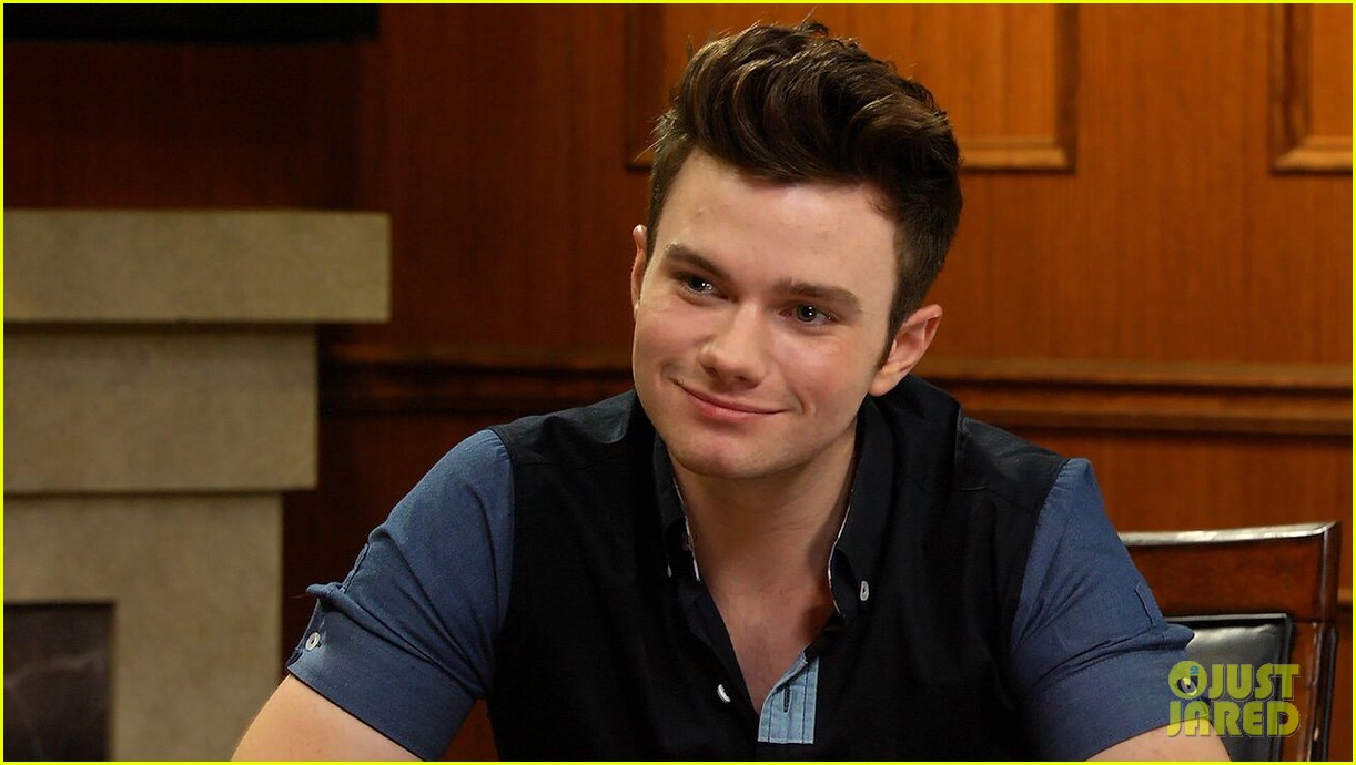 chris colfer dishes on the latest with larry 01