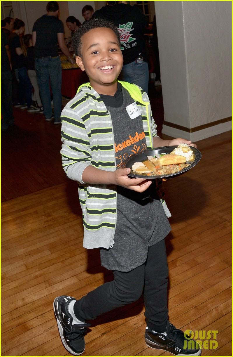 jailen bates attends charity event with nick stars 02