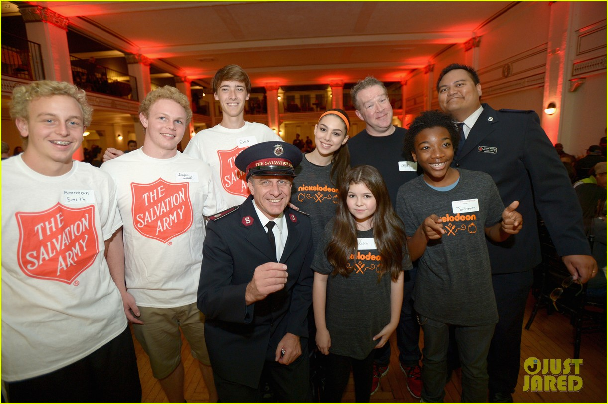 jailen bates attends charity event with nick stars 18