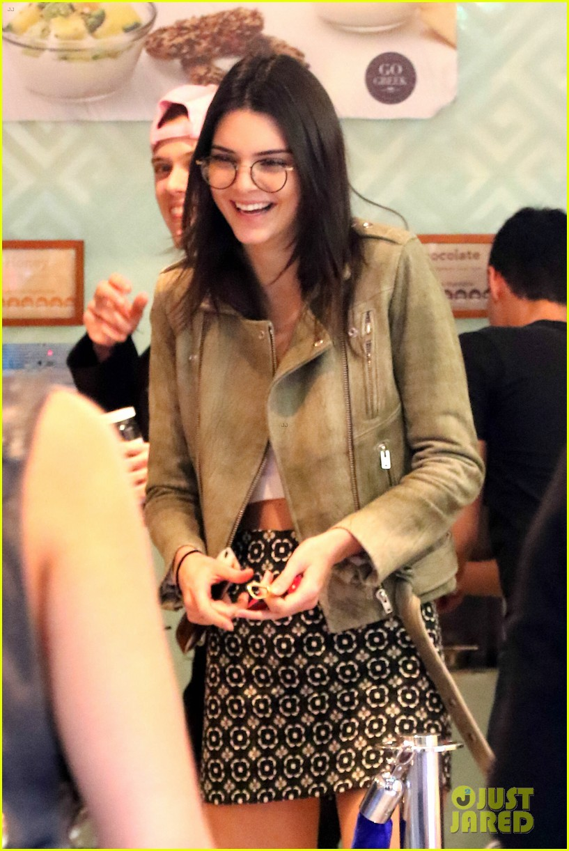 Kendall Jenner Goes Preppy Grunge In One Day Photo 897128