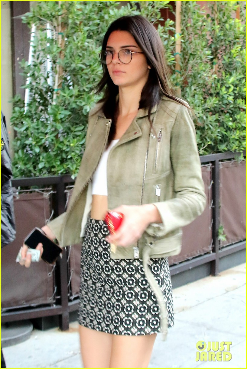 Kendall Jenner Goes Preppy Grunge In One Day Photo 897147