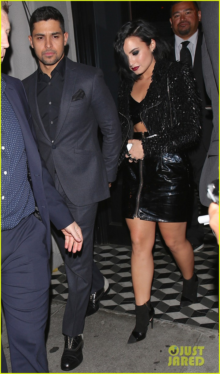 joe jonas demi lovato 2015 ama party 09