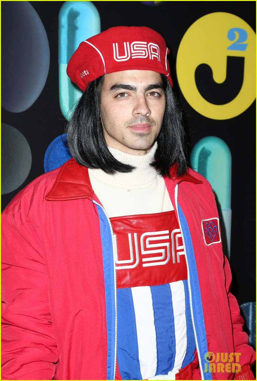 joe jonas wilmer valderrama just jared halloween party 13