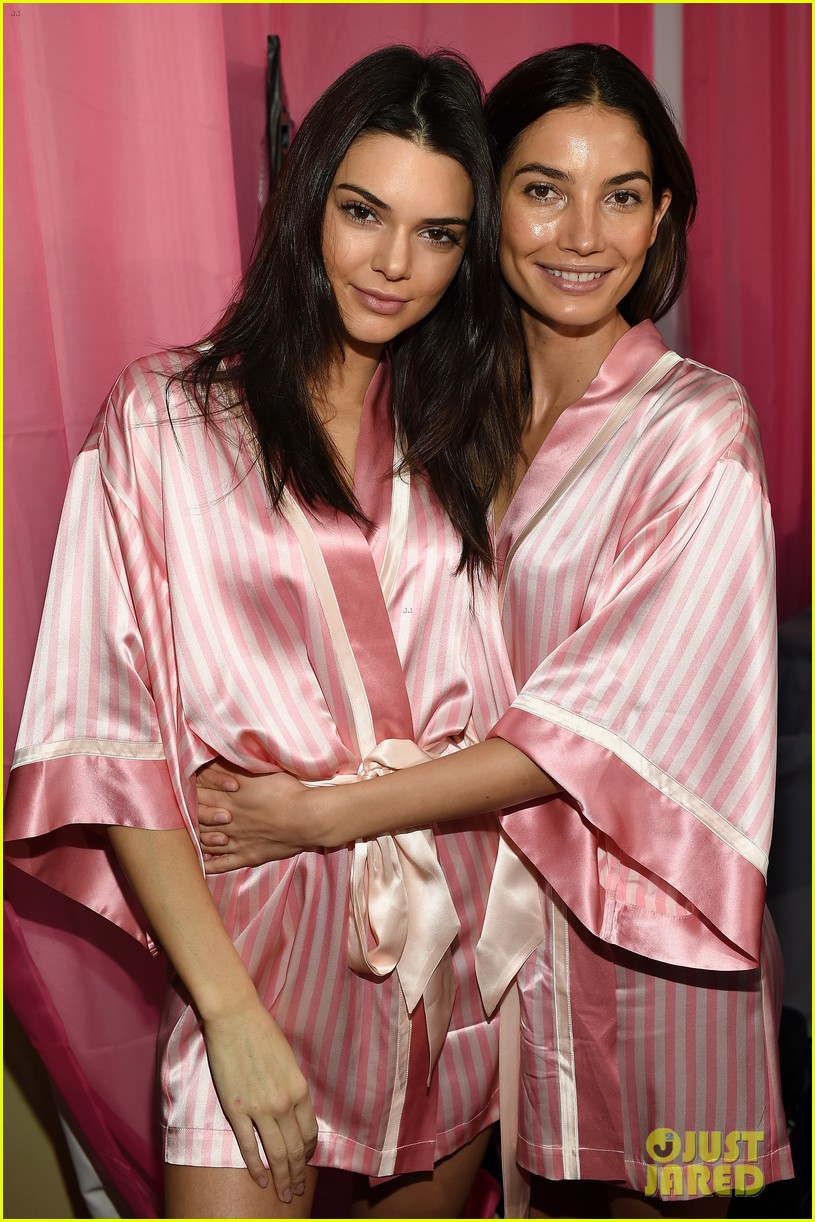 Kendall Jenner Gets Ready Backstage for Victoria\'s Secret Fashion ...