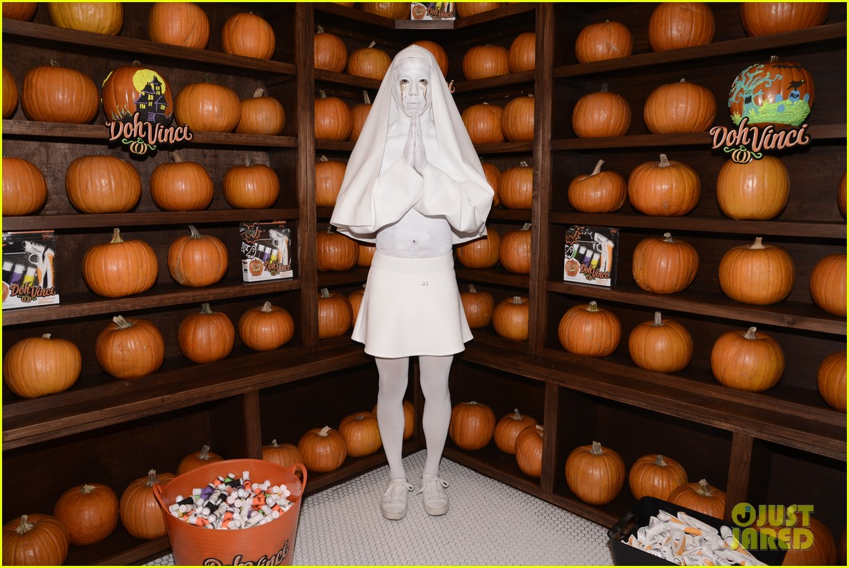 shay mitchell ashley benson just jared halloween party 40