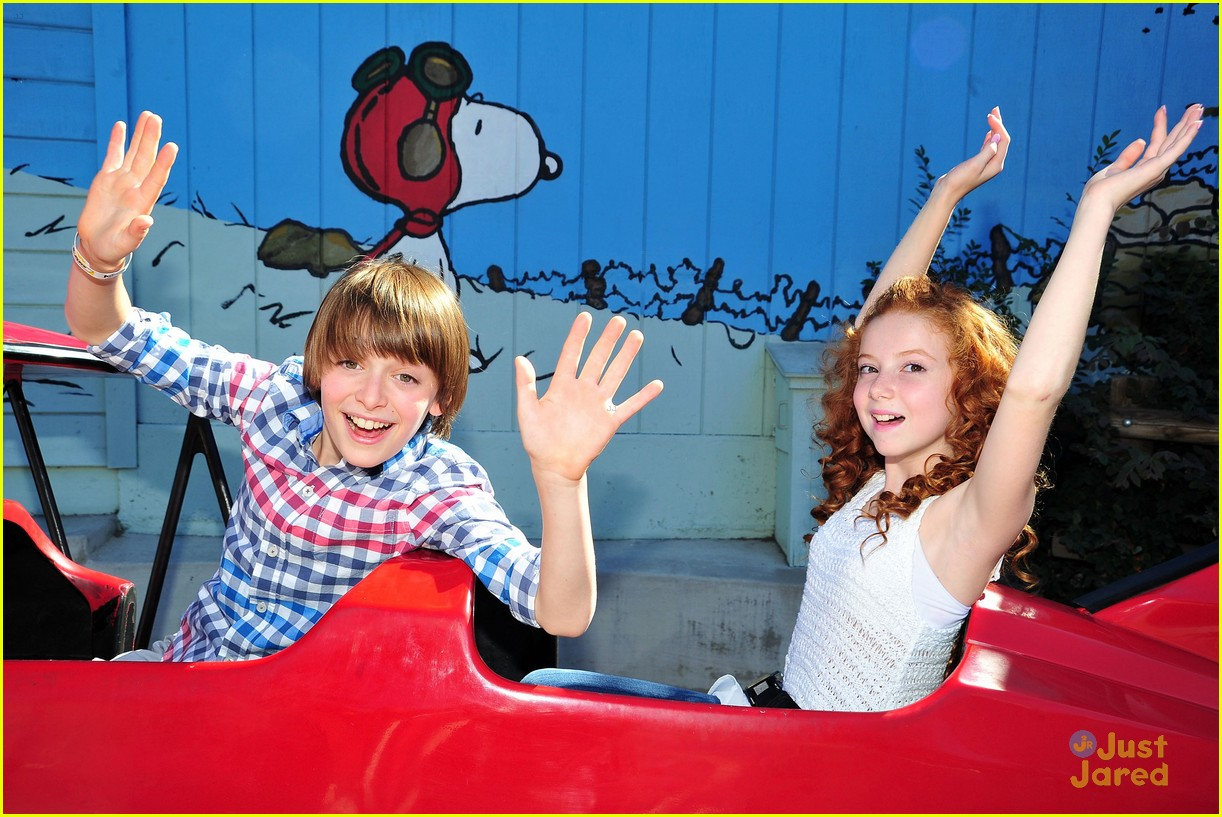 peanuts movie gang photo call knotts berry farm 01