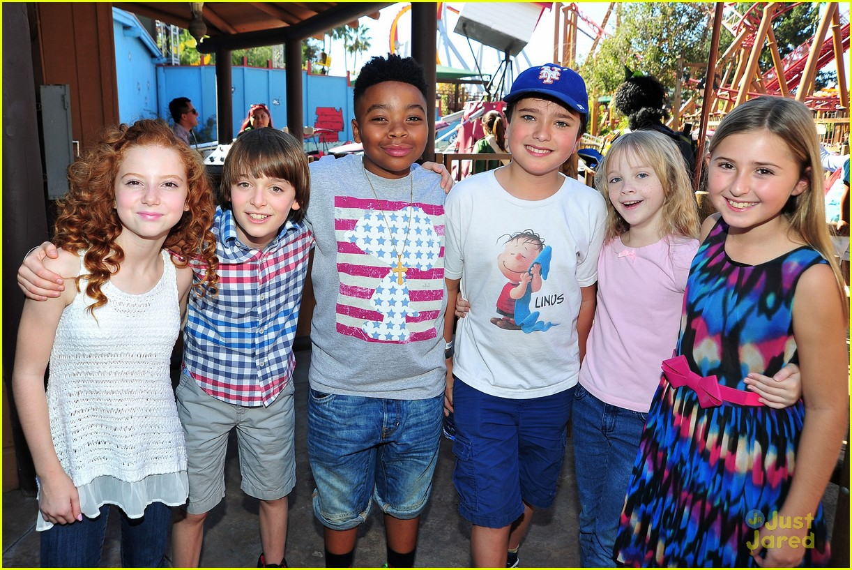 peanuts movie gang photo call knotts berry farm 07