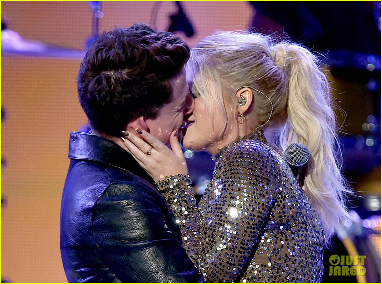 charlie puth on meghan trainor amas kiss 04