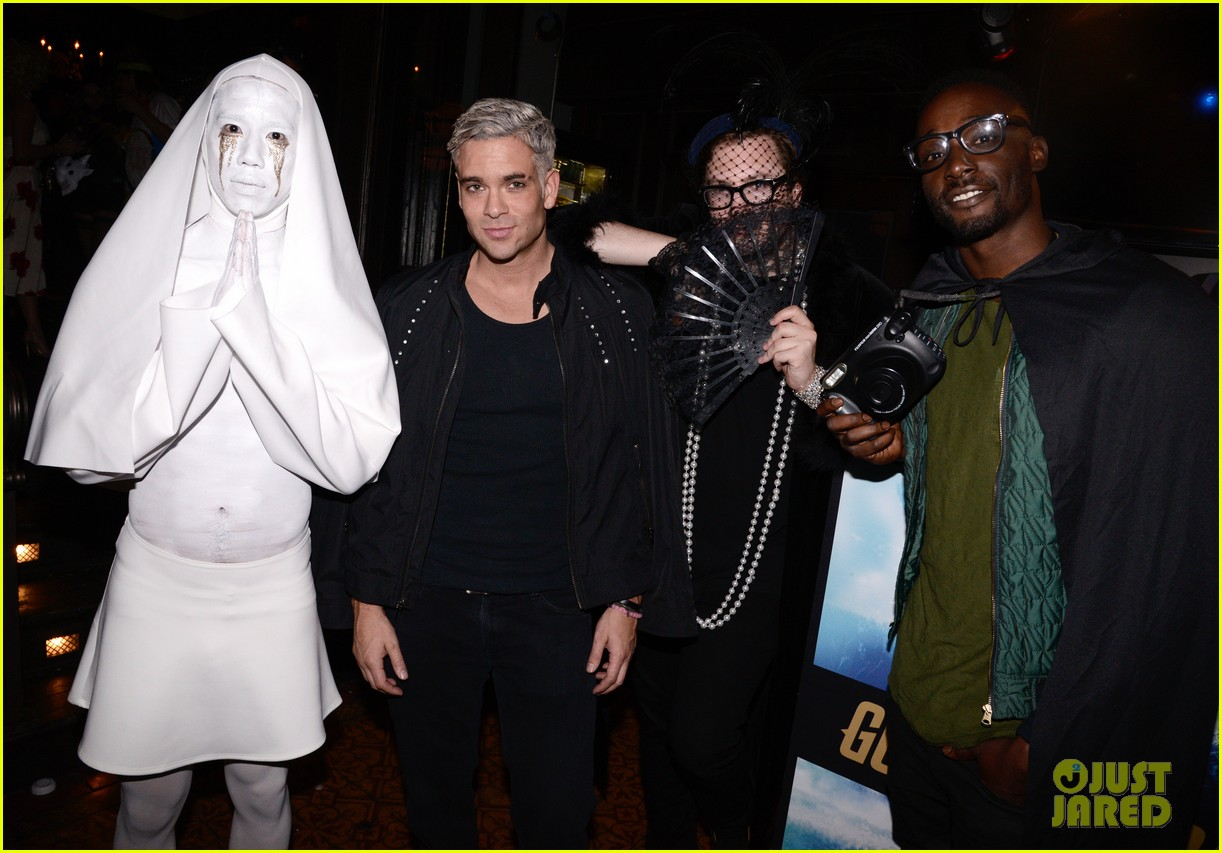 mark salling dresses as jared eng at the jj halloween party 06