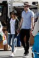 sarah hyland dominic sherwood farmers market shadow puppets 13