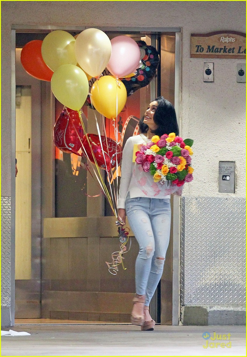 Vanessa Hudgens Celebrates Mom Ginas Birthday With Balloons Flowers