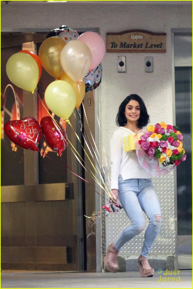 Vanessa Hudgens Mom Bday Balloons Flowers 03