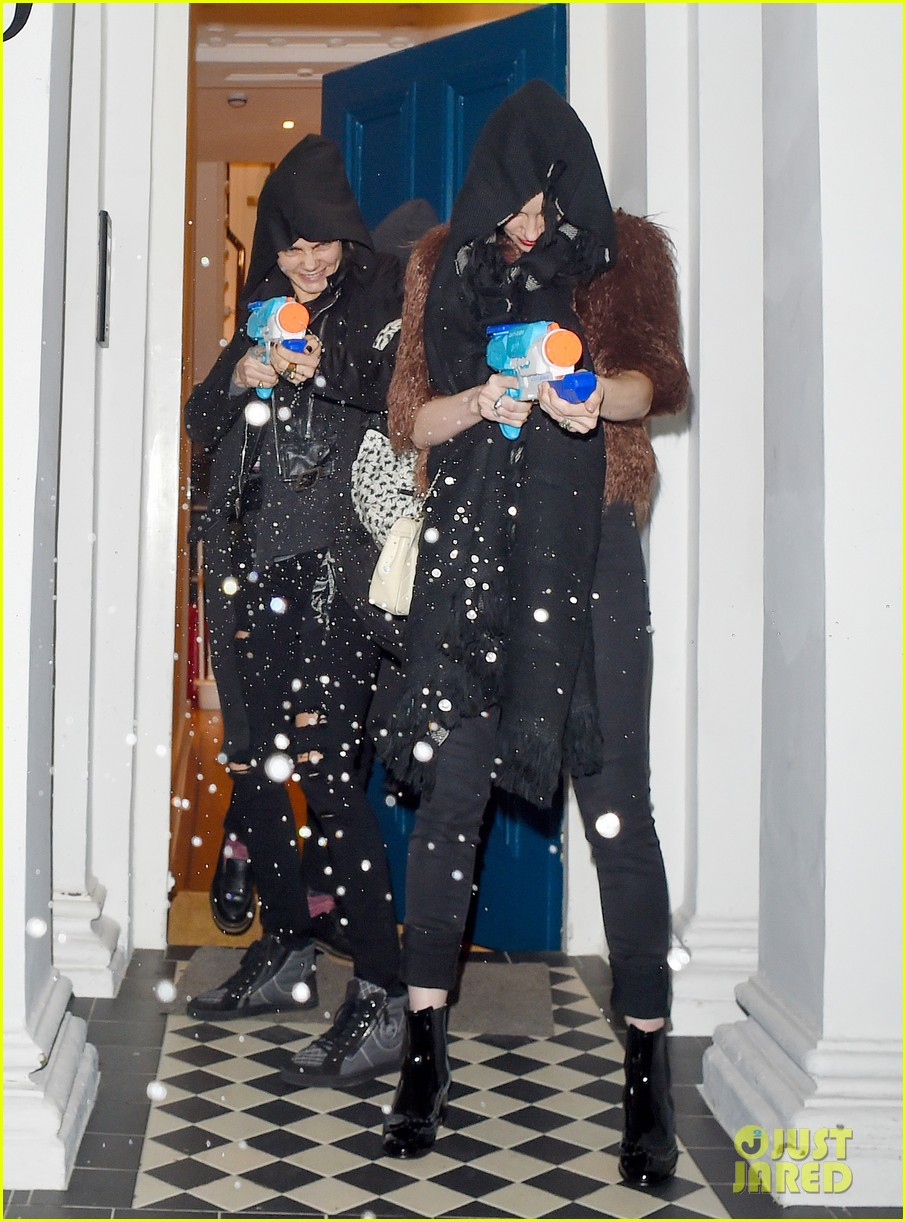 cara delevingne st vincent sienna miller love party water guns 16