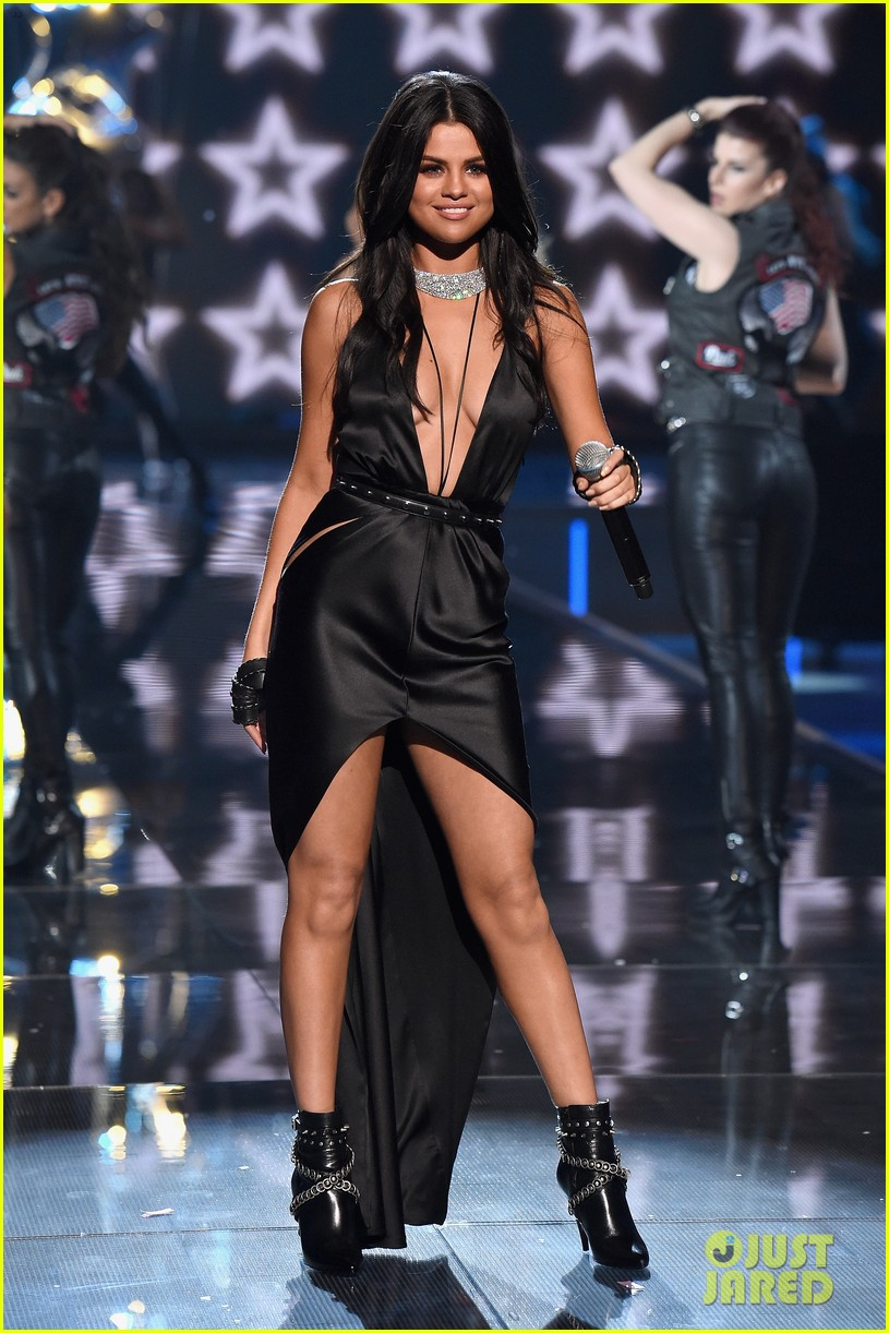 b28dcc4dc9c06 Selena Gomez Performs 'Hands to Myself' at VS Fashion Show (Video ...
