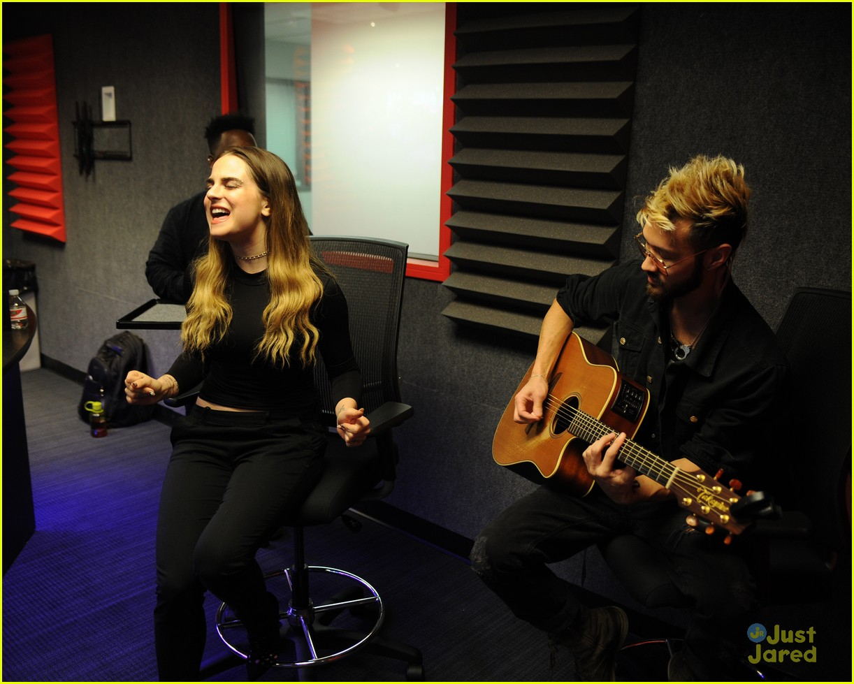 jojo y100 hits radio station visits fla 01