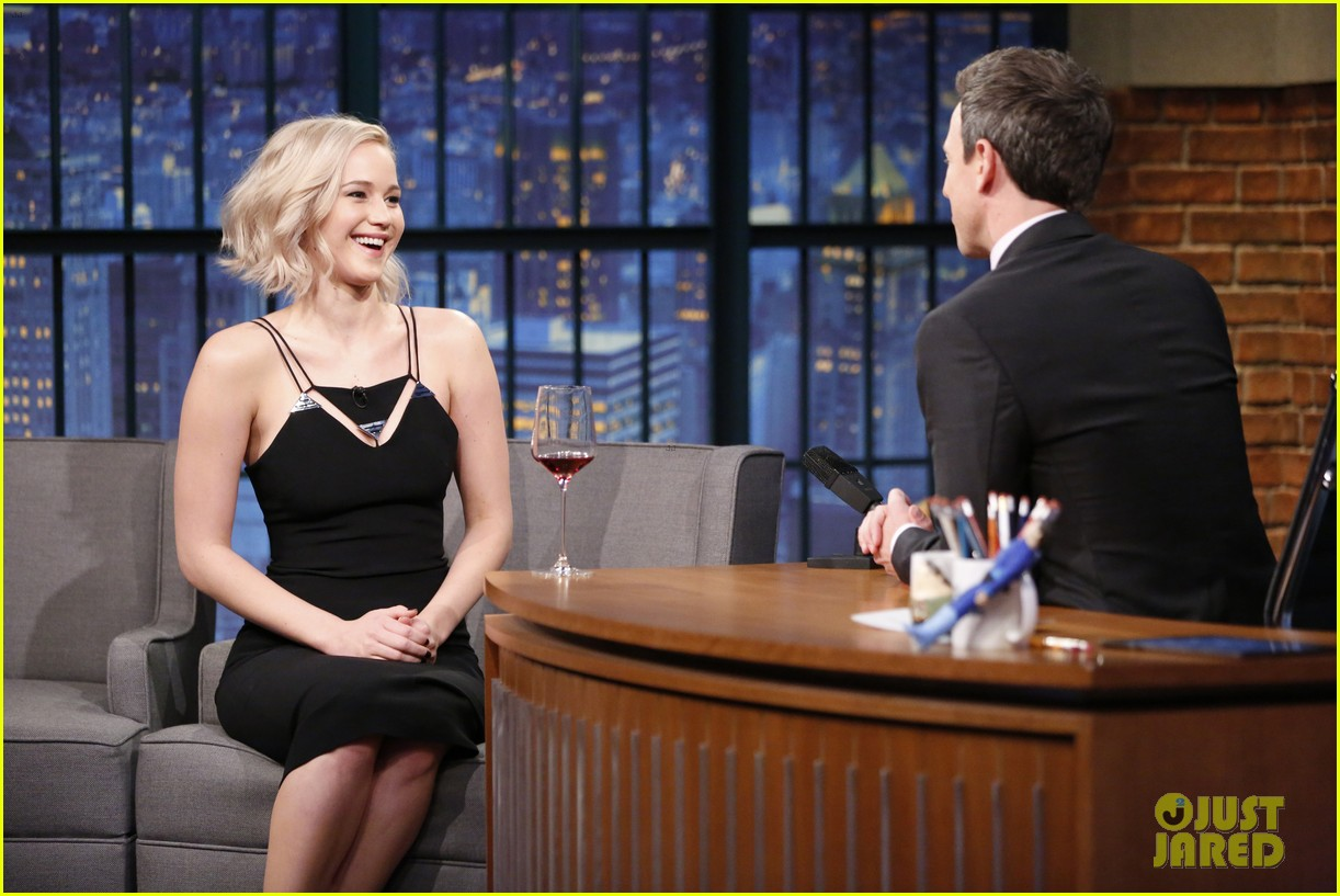 jennifer lawrence wanted seth meyers to ask her out 01