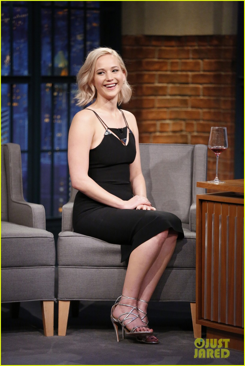 jennifer lawrence wanted seth meyers to ask her out 03
