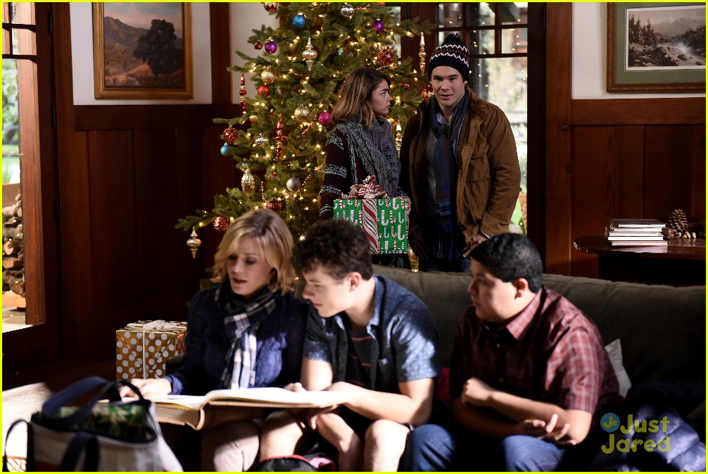 andy invited family christmas haley modern family stills 05 - Modern Family Christmas