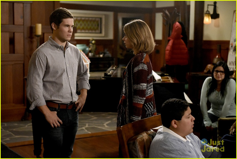 andy invited family christmas haley modern family stills 22 - Modern Family Christmas