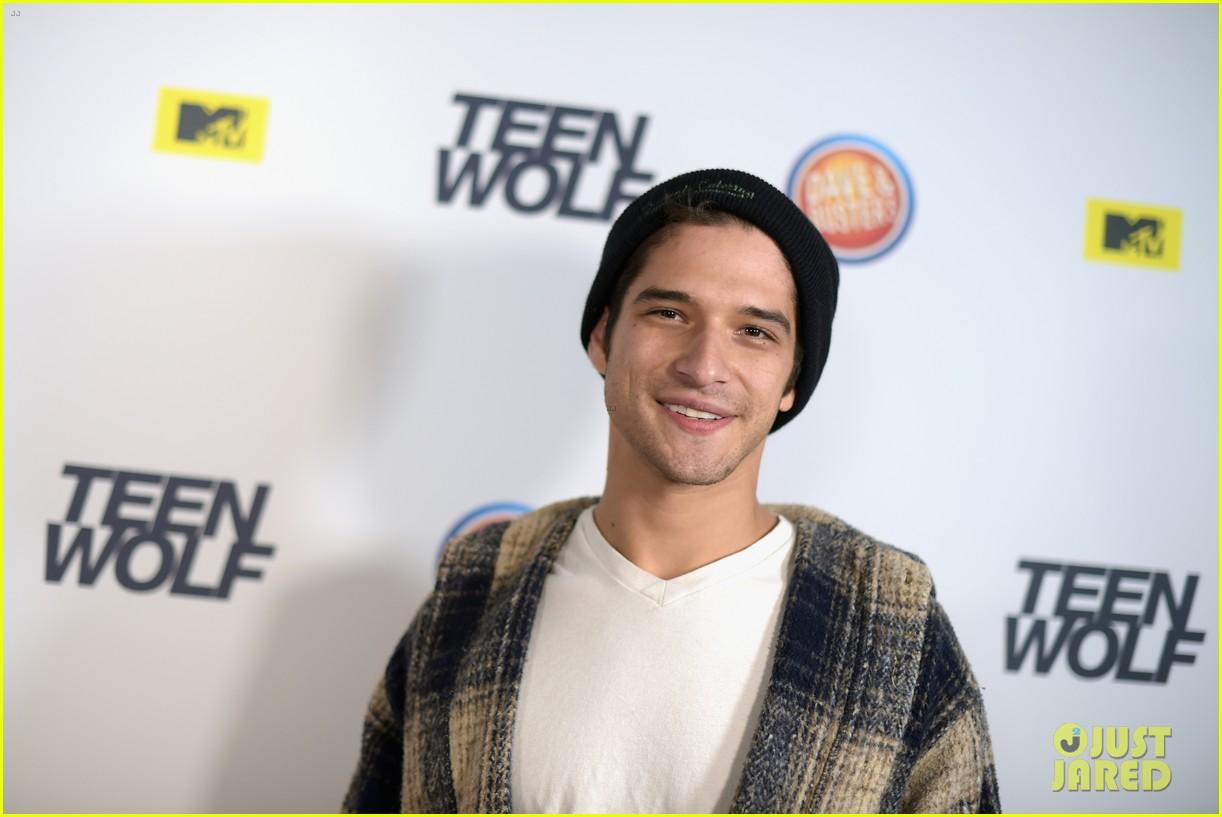 Dylan Obrien Tyler Posey Reunite At Teen Wolf La Premiere