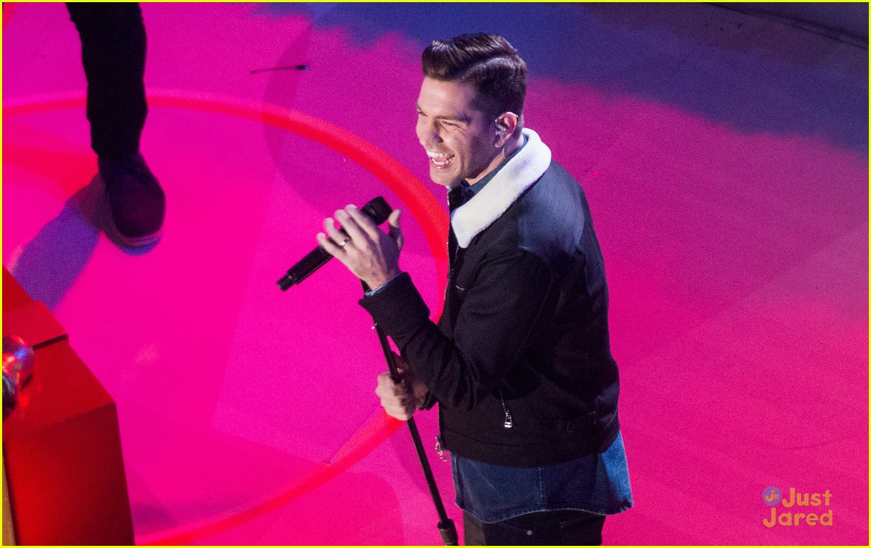 pentatonix andy grammer rockefeller tree lighting ceremony 05